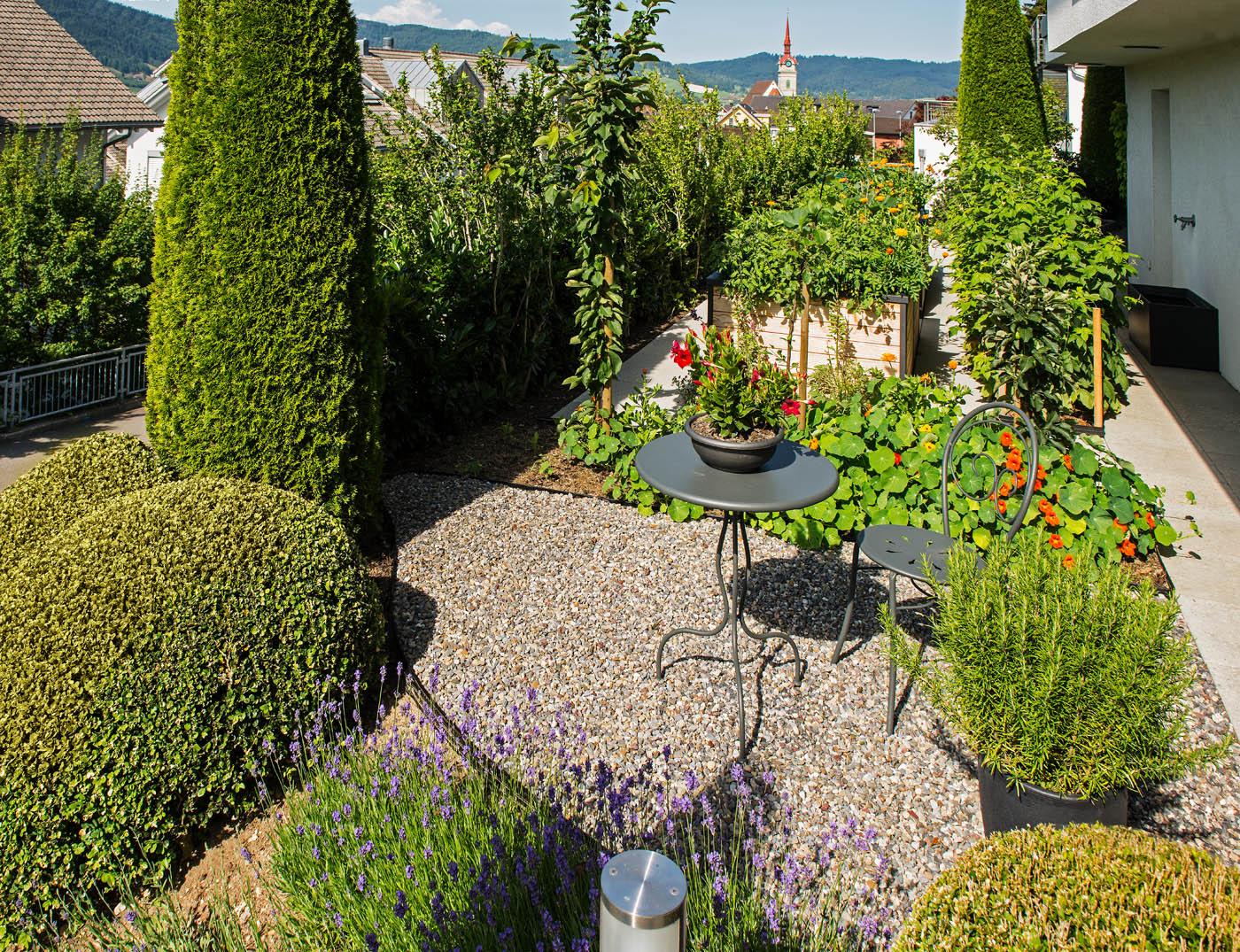 Das garten hochbeet als design objekt arnold gartenbau - Garten strukturieren ...